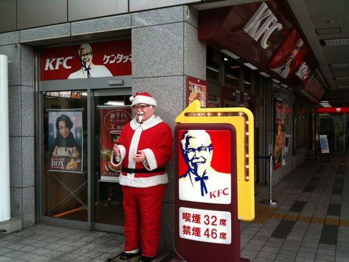 アメリカ人「ちょっと待ってくれ!日本ではクリスマスにケンタのフライドチキンを食べてるのか!?」