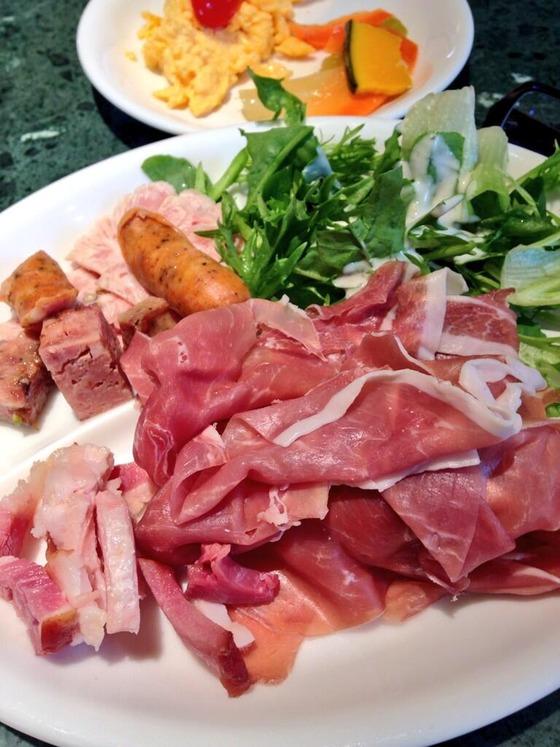 Twitterで話題!品川の駅ナカにある生ハム食べ放題の600円ビュッフェが凄すぎるwwww