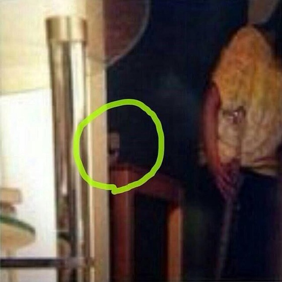 【閲覧注意】 ほんとにあった怖い話で本物の幽霊が映ったと話題に。