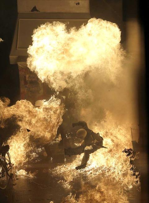 【画像】ギリシャ炎上 群衆、国会包囲