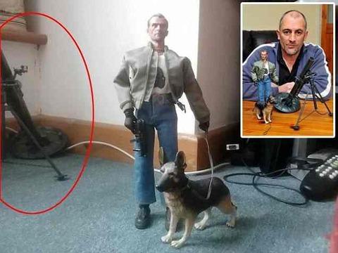 フェイスブックにおもちゃの迫撃砲写真を投稿した男がマシンガンを持つ武装警官に急襲される( ̄ー ̄;)