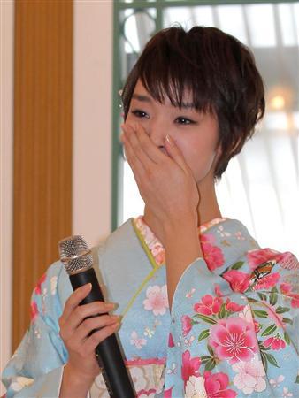 剛力彩芽さんがフジテレビ月9初主演の会見で号泣 「一生忘れられない作品」