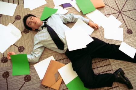 残業100時間超えてんだけど辞めるべき?
