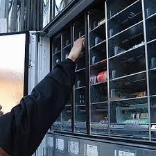 自動販売機にジュース詰めて回る仕事してるけど質問ある?