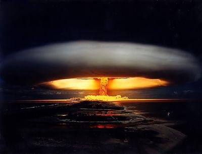 【中国】飛んできたアドバルーンが爆発