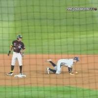 韓国のプロ野球で「バントで二塁打」wwwwwwwww