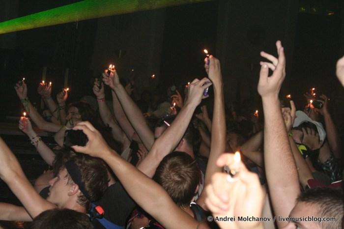 Crowd @ Logan Square Auditorium, Chicago 8/6/11