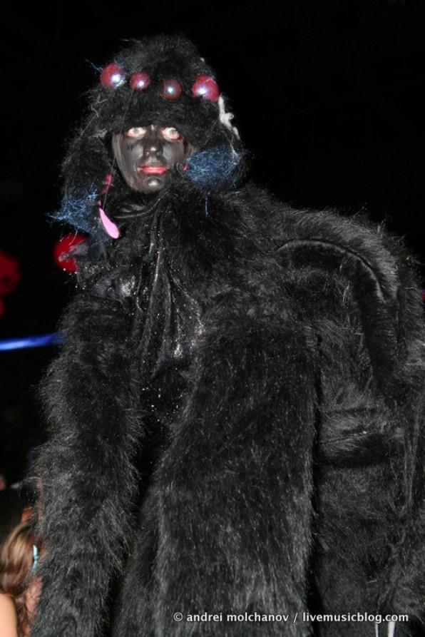 crowd from skrillex halloween 2011-1
