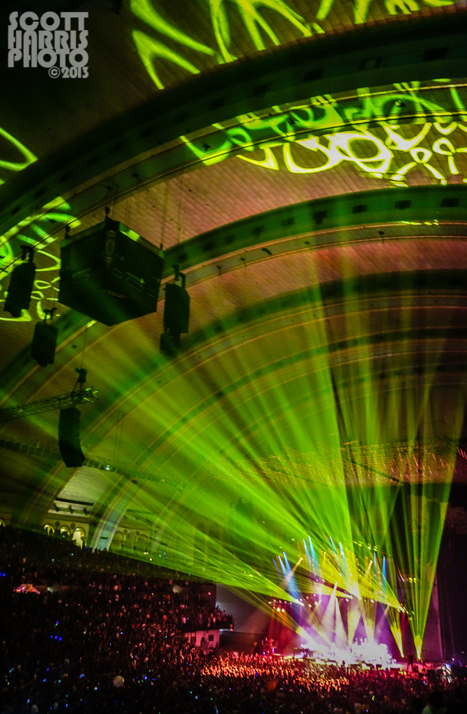 Scott_Harris_Phish_2013.11.01_1024px_04