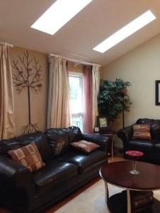 Living room w vaulted ceilings