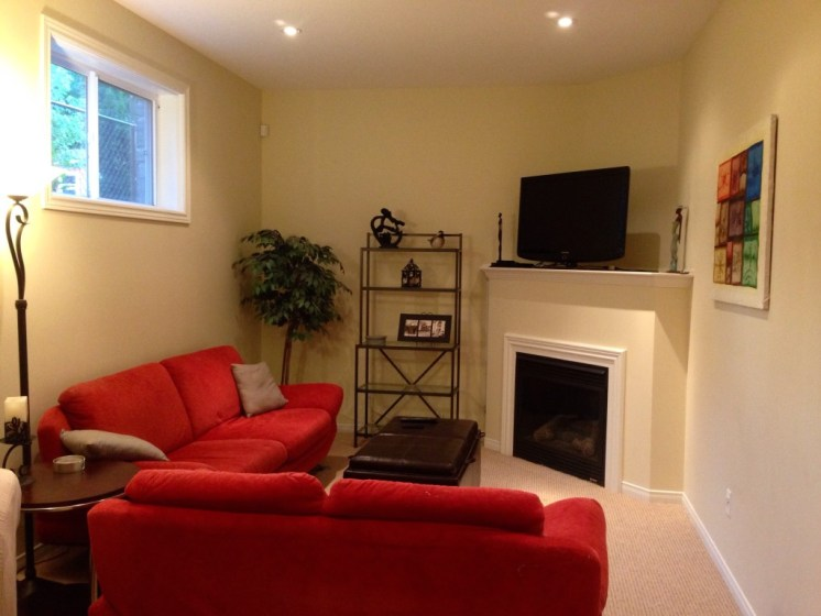 Family room w gas fireplace
