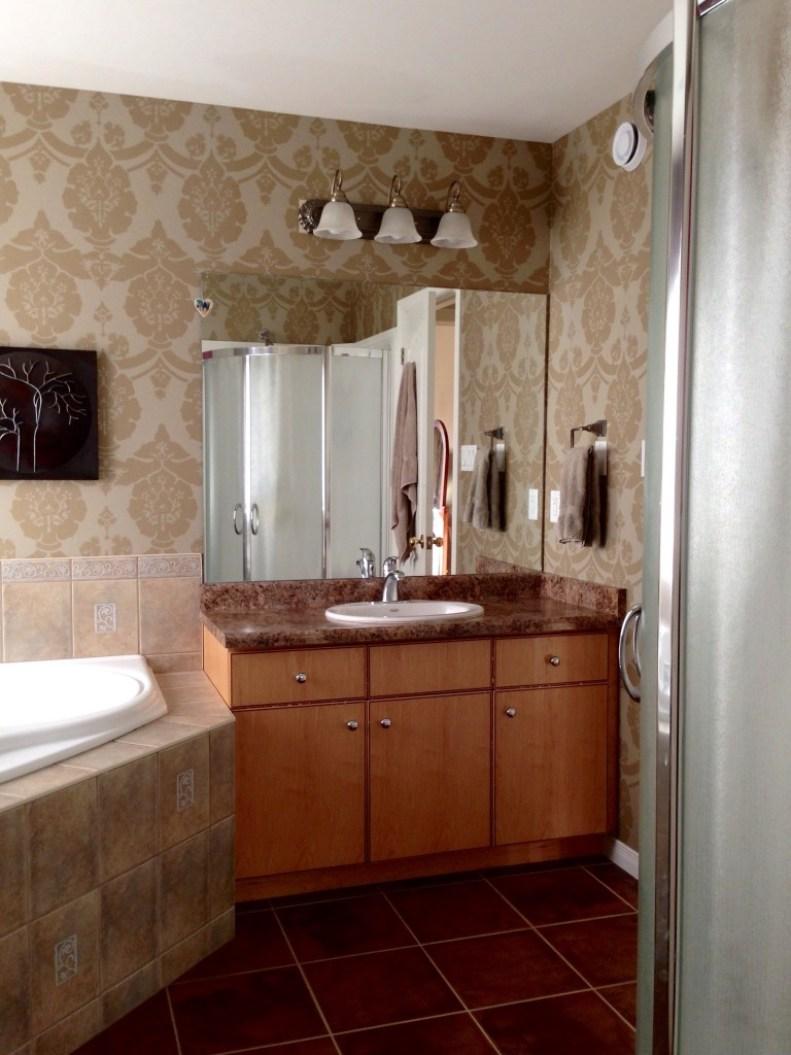 Main bath w standup shower & soaker tub