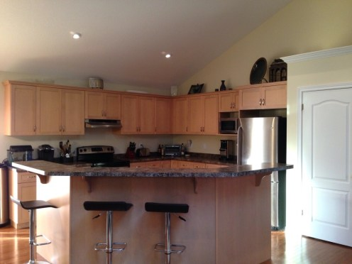 Large kitchen w lots of counterspace