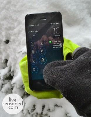 liveseasoned_spring2014_touchscreenglove_phone1a_wm