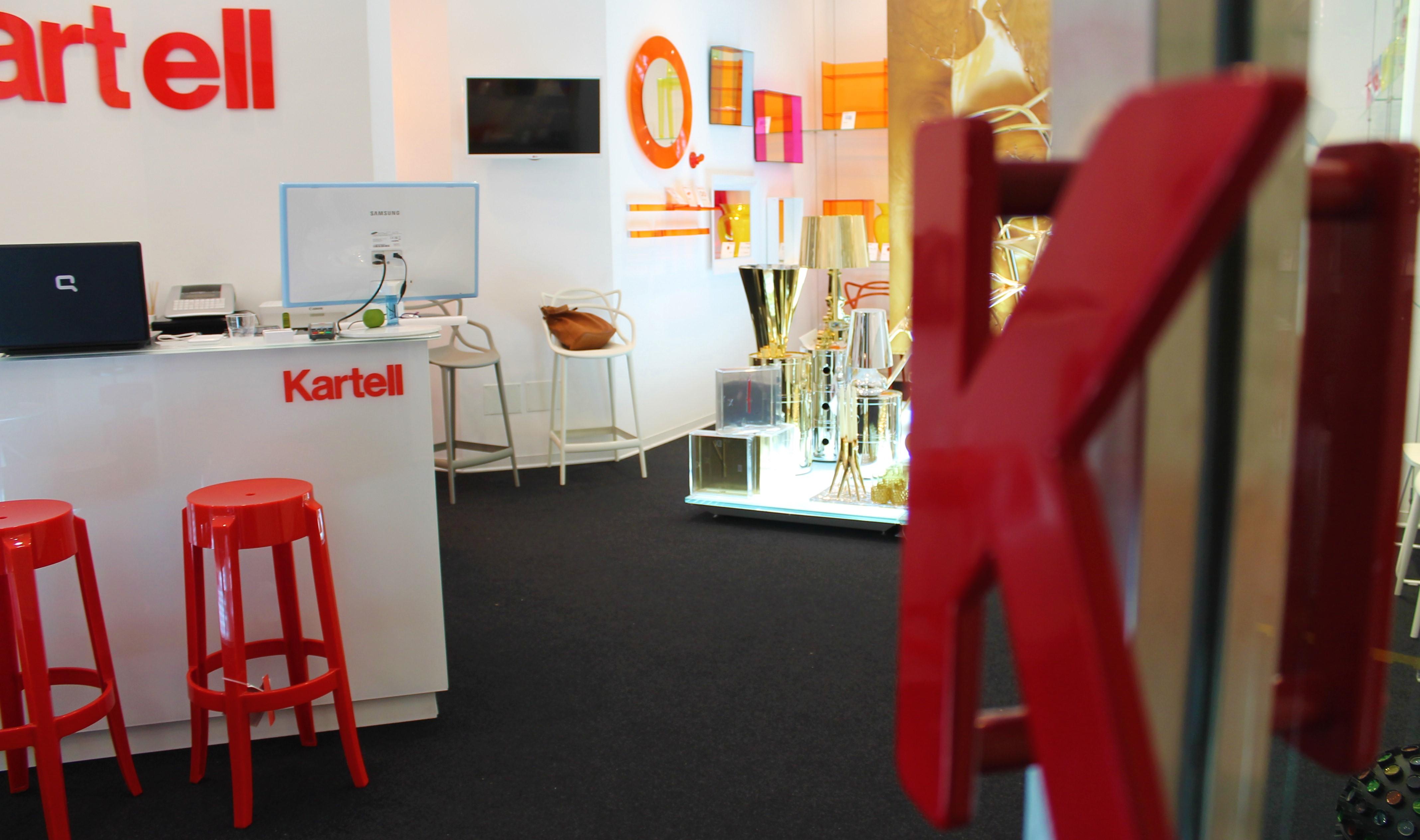 Kartell lavora con noi specchio kartell trasparente con cornice in