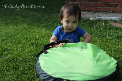 The PeaPod Plus is so light and easy to use. It folds up small enough to fit into any piece of luggage and lightweight enough for even a small child to ...  sc 1 st  Living Chic Mom & Kidco PeaPod Plus Travel Tent #Review (The perfect on the go tent ...