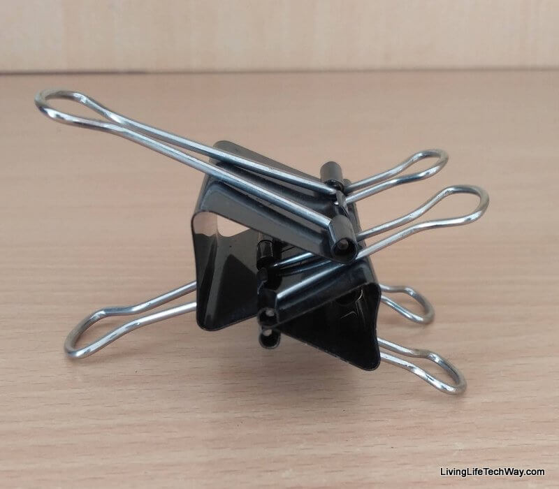 Create your own smartphone holder with spare binder clips · Living