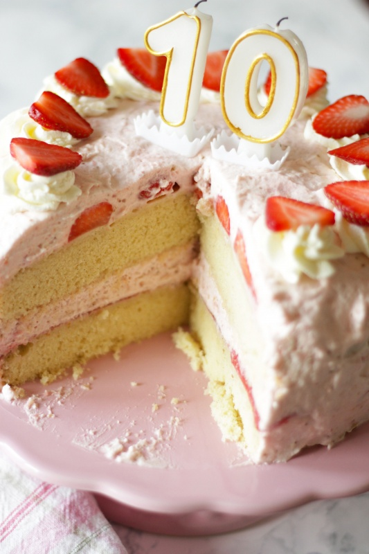 Strawberry Rose Cake ~ Living on Cookies