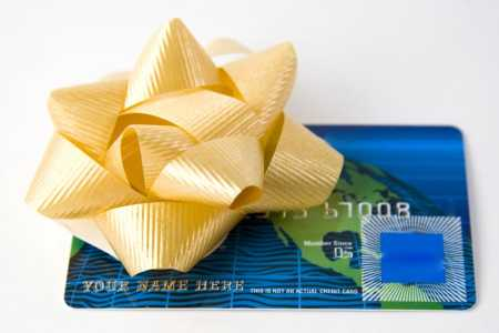 3 hot cash-back credit cards for holiday shopping