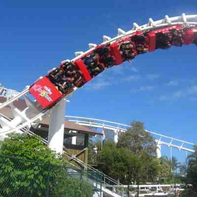6 ways to save money on theme park tickets