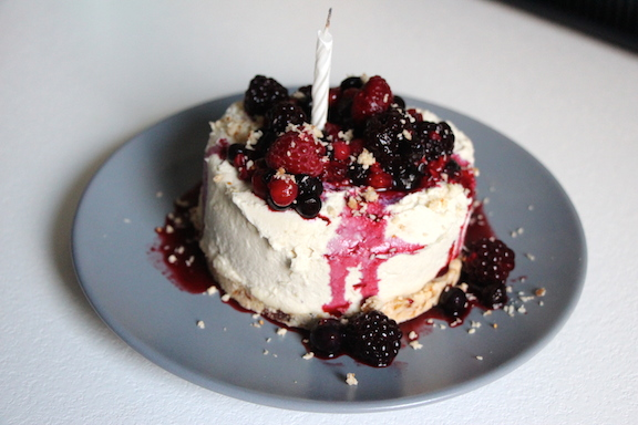 raw fermented cashew cheese cake with berry topping and coconut/lime base