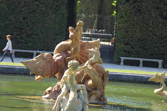 versaille.dragon.fountain