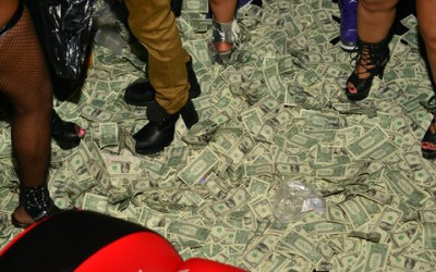 So Drake made it rain 50K at a strip club last night.... | IGN Boards
