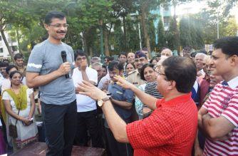Tukaram Mundhe with Navi Mumbai residents. Picture Courtesy: Vijay Singh/Twitter