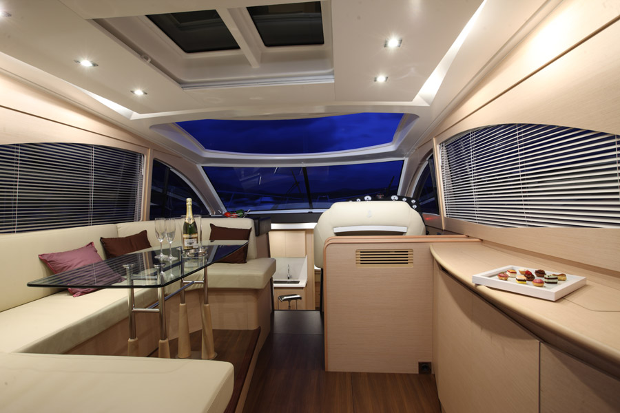 Ensemble Table Location Bateau Monte Carlo 47