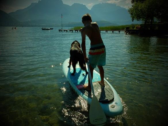soleil red paddle Annecy Profitons du retour du soleil : paddle, Yoga Paddle et Burger Paddle