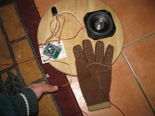 One glove connected to the amplifier and speaker (yellow wire is ground)