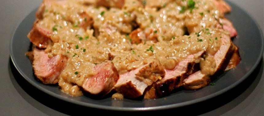 Filet mignon de porc laqué, sauce aux cacahuètes