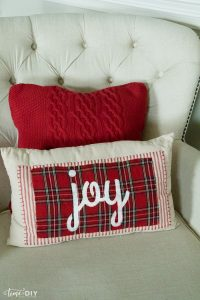 No-Sew Christmas Pillows - Lolly Jane