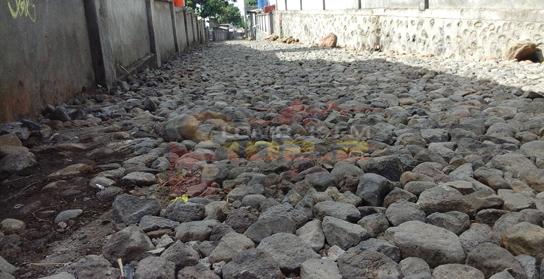 Pengkerasan jalan Desa Suela Kecamatan Suela sedang berjalan, tinggal proses .