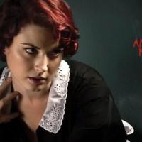 Moira de American Horror Story, una sirvienta polifacética