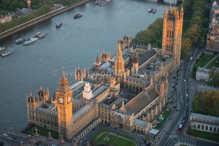 O Parlamento.