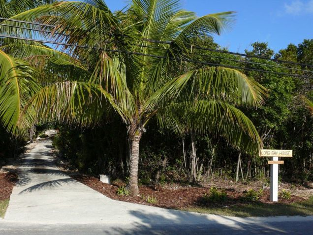 Long Bay House driveway entrance