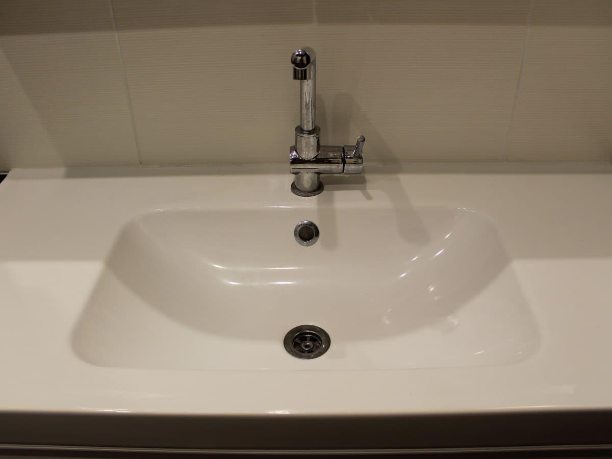 Wasbak badkamer aansluiten dubbele spoelbak keuken denkbeeld