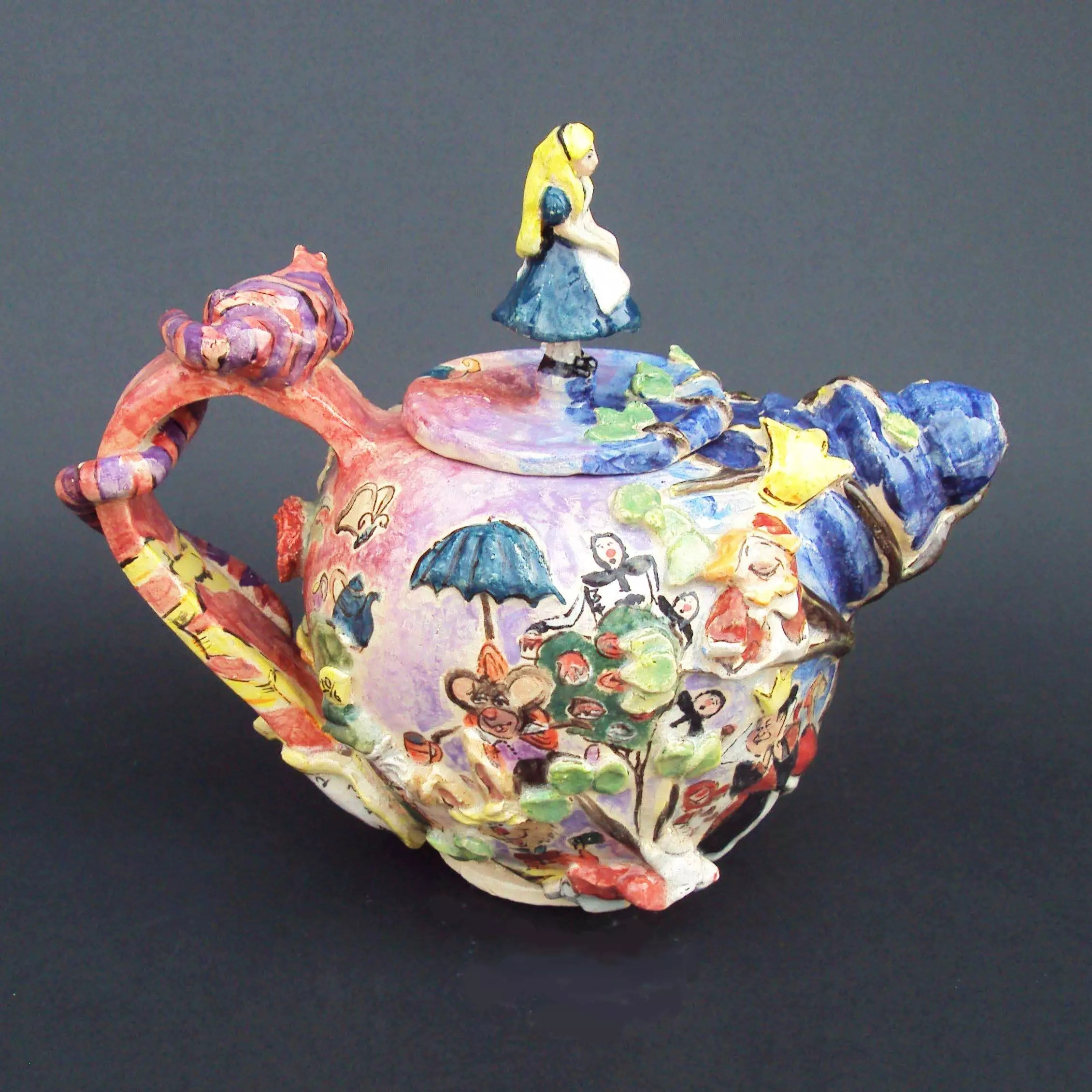 Looking For Teapots Ceramics Alice And Wonderland Tea Set Look Between The
