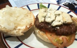 Pista: la hamburguesa de cabrales de Carpanta (Getxo)