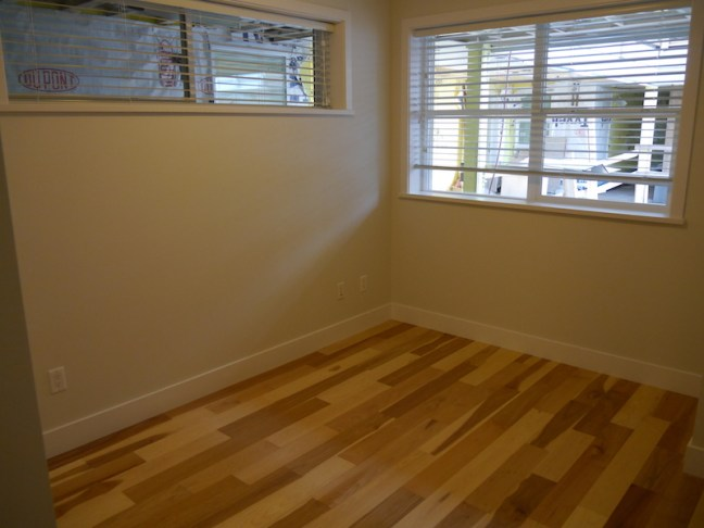 L69-010616-205-bedroom