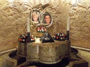 Kitsch? Das Denkmal für Diana und Dodi