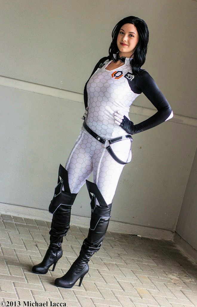 Pin Up Girl Home Wallpaper Mass Effect 2 Cosplay Of Cerebrus Cheerleader Miranda Lawson