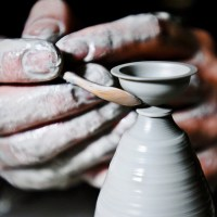 Amazing Artist Creates Miniature Ceramics by Hand