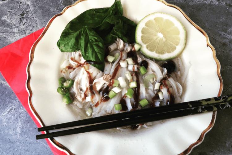 Streetfood: Vietnamees noedelsoepje met kip