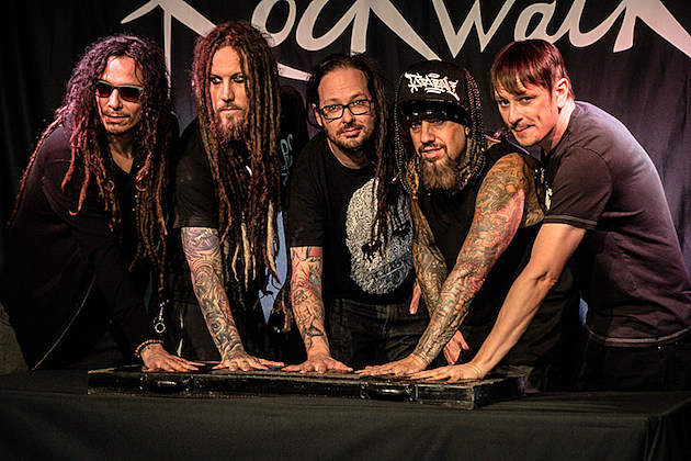 Fall Watch Wallpapers Korn Inducted Into Guitar Center S Rockwalk Exclusive Photos