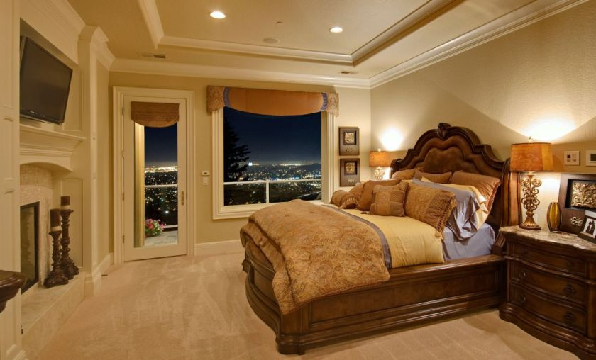 Credits: Hotel room, photo by Bmak/can stock photo
