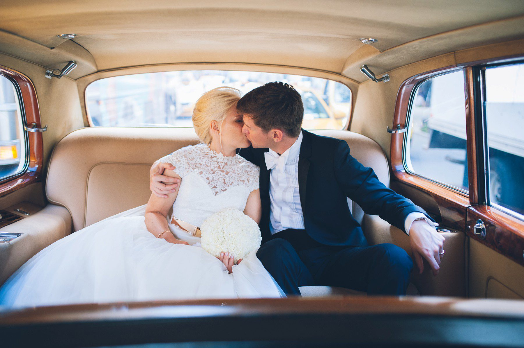 Rolls Royce Hochzeit 620 Loft And Garden Wedding Elope At 620 5th Avenue