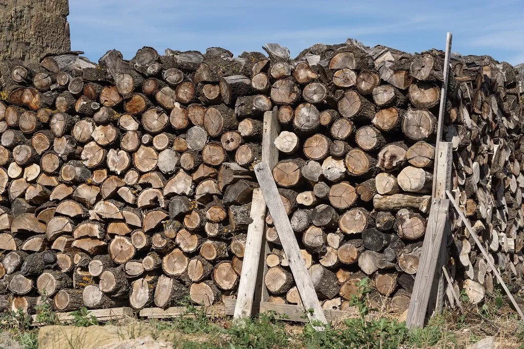 How Much Does A Cord Of Wood Weigh Safe Storage And
