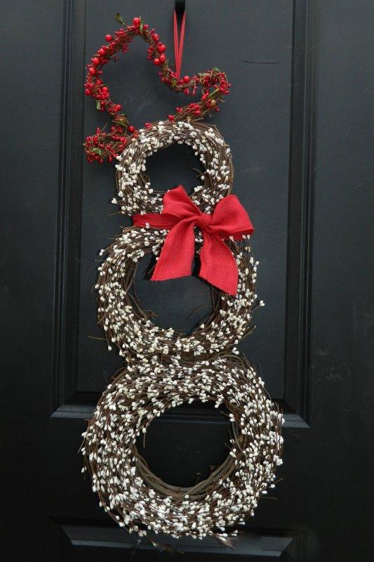 15 Christmas Wreath Ideas - Berry Snowman Wreath